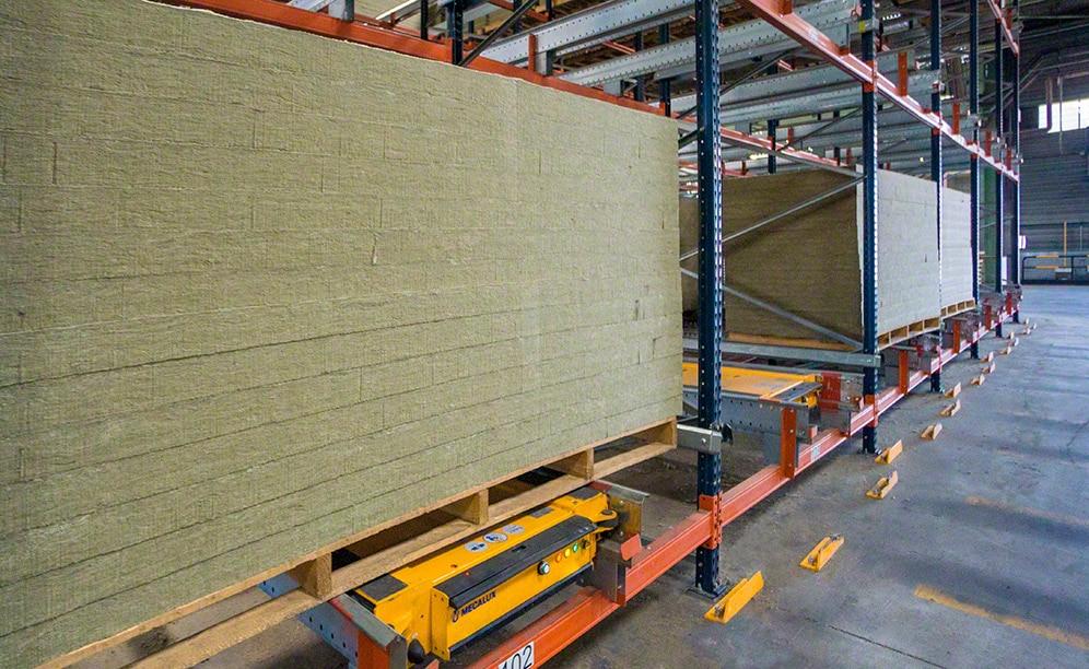 Rockwool Peninsular almacena su producto voluminoso con Pallet Shuttle