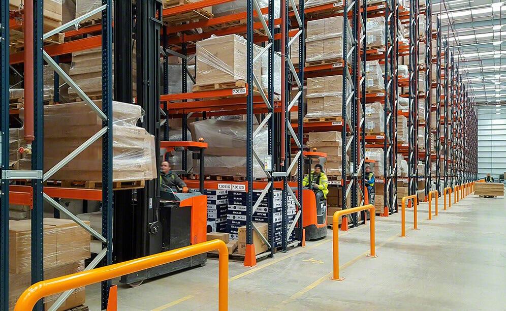Mecalux ha suministrado racks selectivos en el almacén que comparten DFS y Dwell