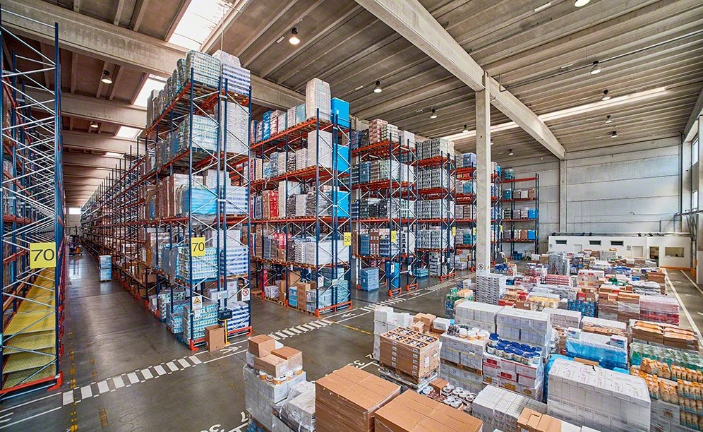 Mecalux ha suministrado racks selctivos en el nuevo almacén que Ekom en Italia