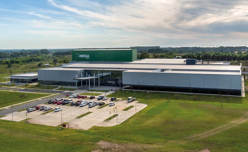 Mecalux ha construido para Mega Pharma un nuevo almacén automático autoportante en Uruguay con una capacidad que supera las 6.900 tarimas
