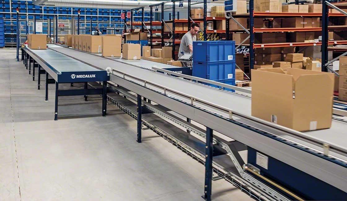 Los transportadores permiten realizar unas labores de picking más seguras y ergonómicas en el almacén de Cofan