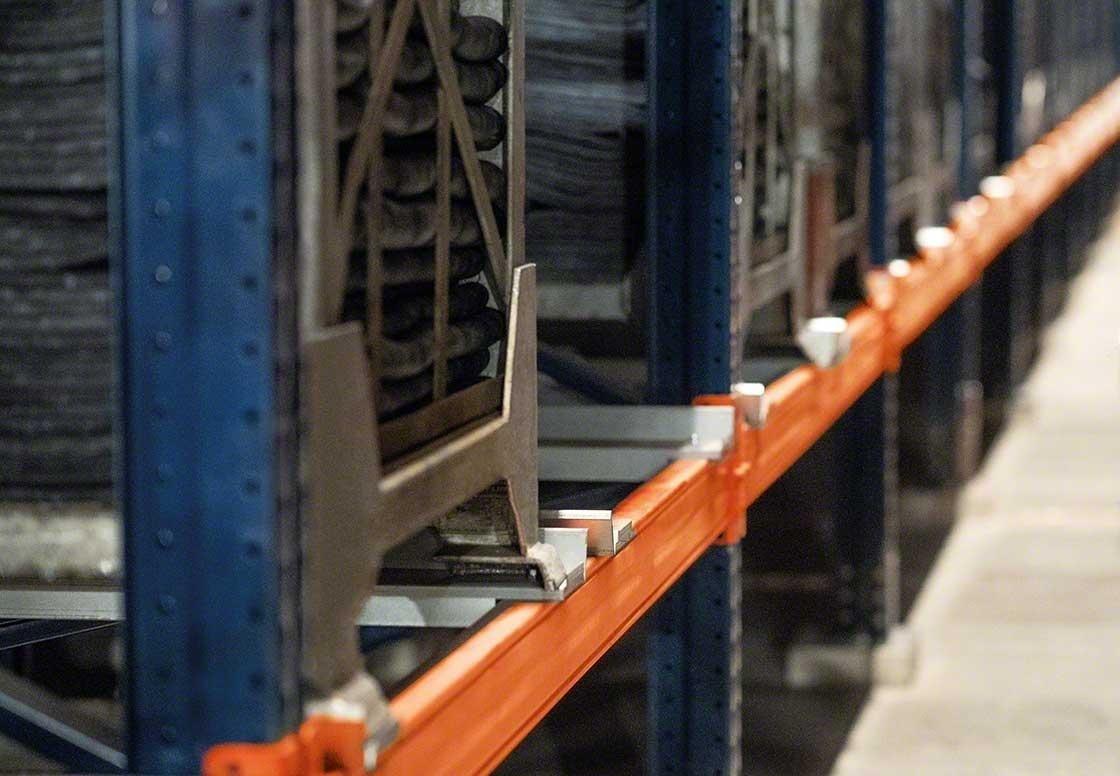 Los racks deben adaptarse a los contenedores metálicos que agrupan neumáticos