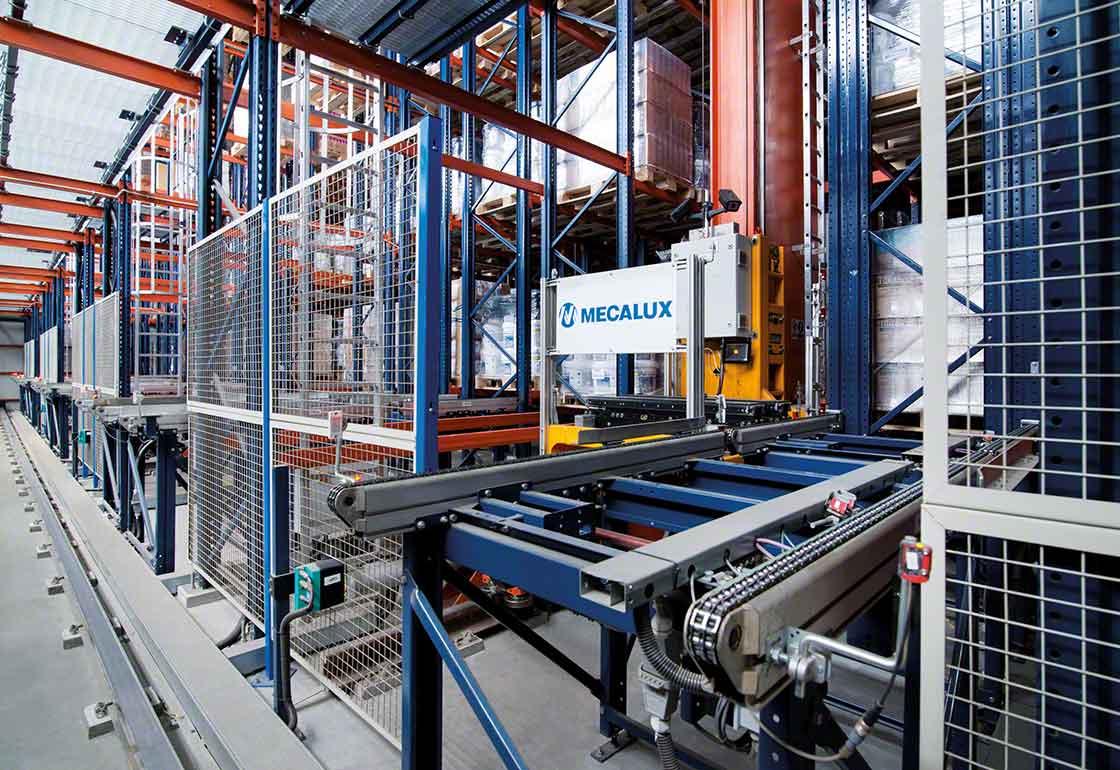 Los sistemas automáticos facilitan el manejo con seguridad de cargas en los almacenes de productos químicos