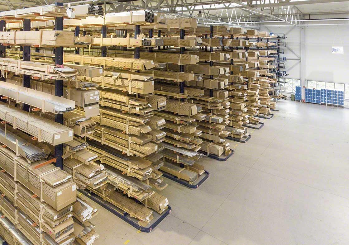 Los almacenes dedicados a la logística de producción pueden tener suministros con características especiales